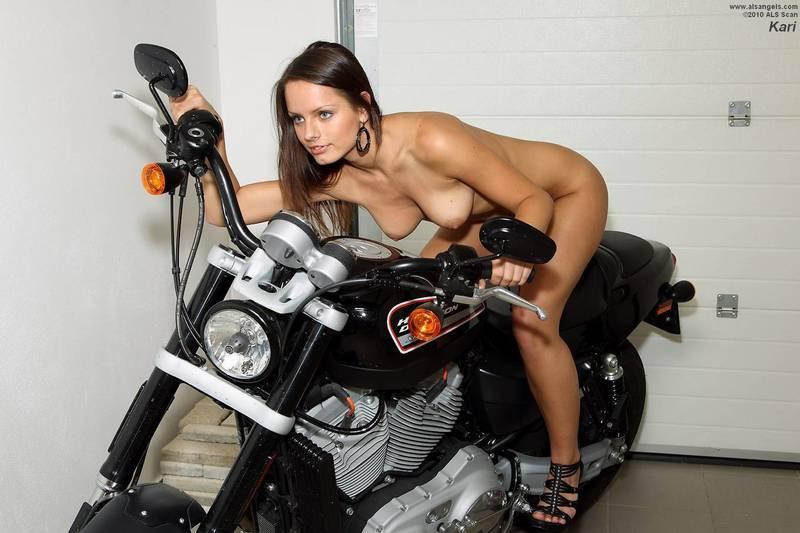 Маша мастурбирует на мотоцикле фото 593-958