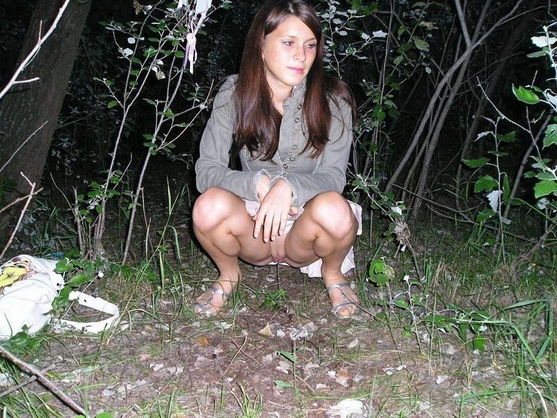 Русская женщина писяет 17 фотография