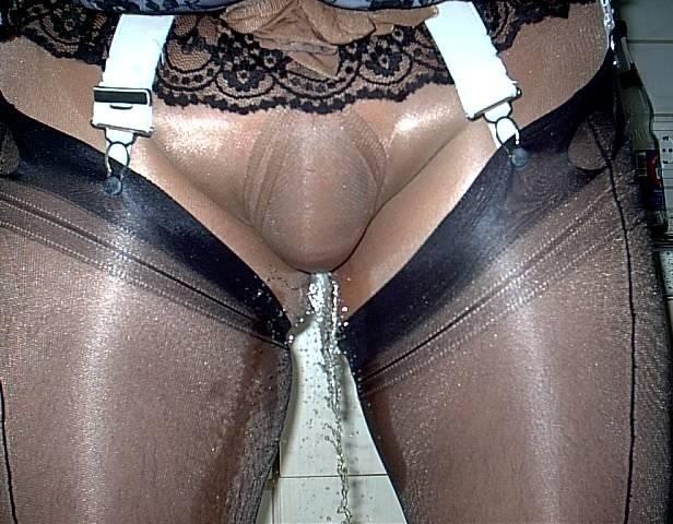 Порно фото сверкает трусиками