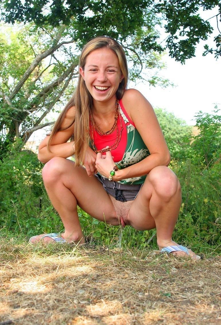 фото девушек на деревенском пляже