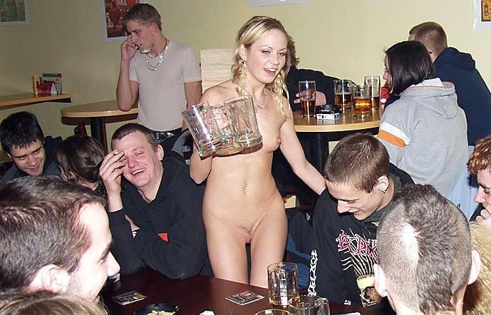 Жена Встречает Гостей Обнаженная Порно