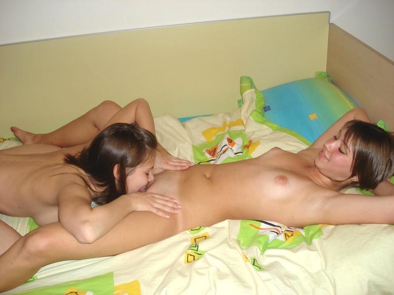 Юные лезби онлайн 23 фотография