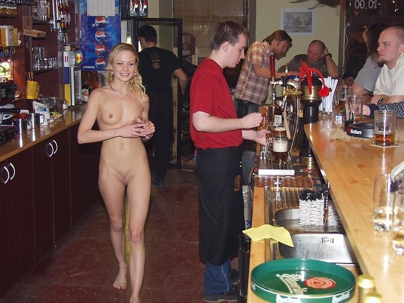 Фото секс в баре