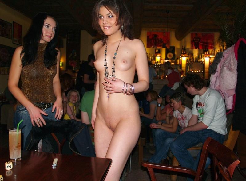 Порно фото в баре