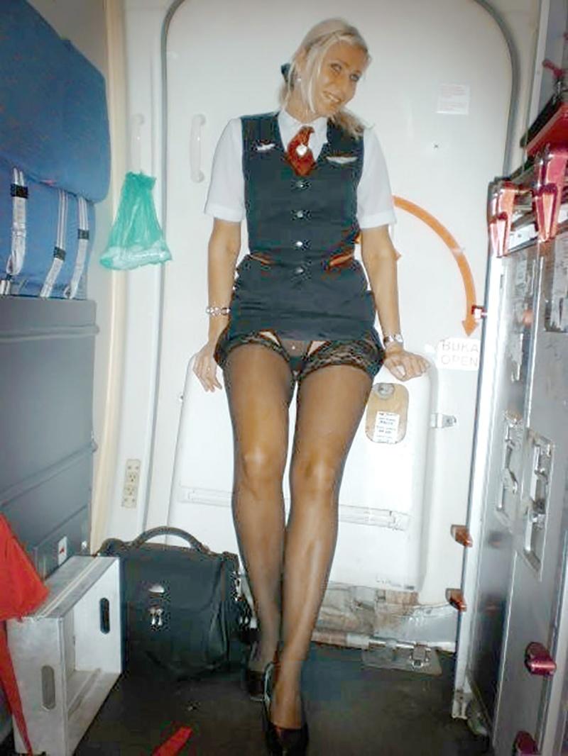 Стюардессы в миниюбке мастурбируют 26 фотография