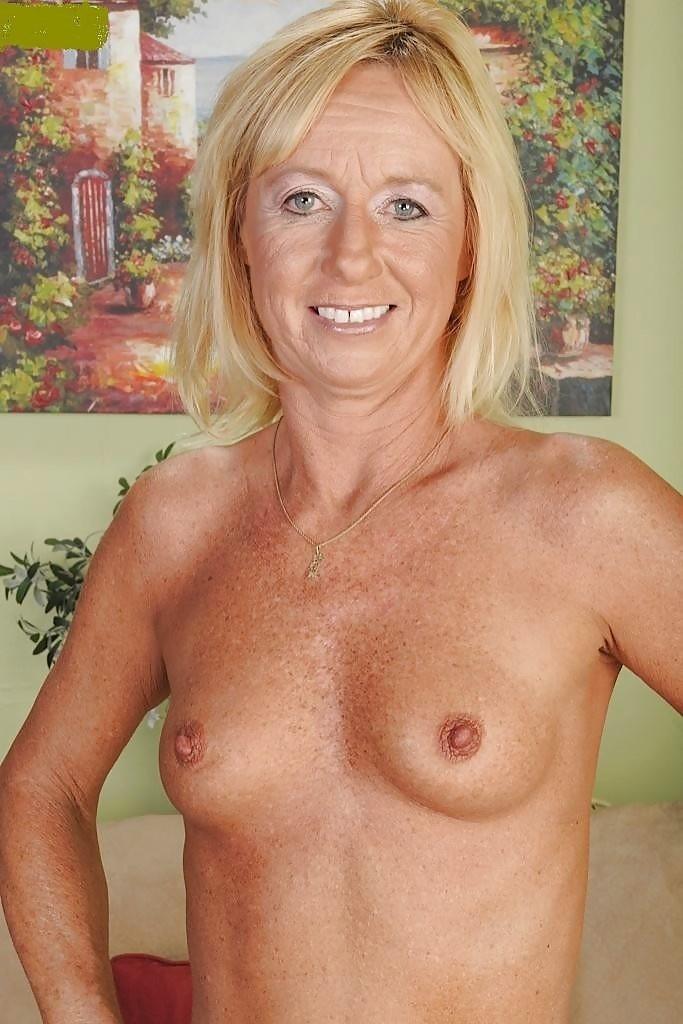 огромные стоячие груди