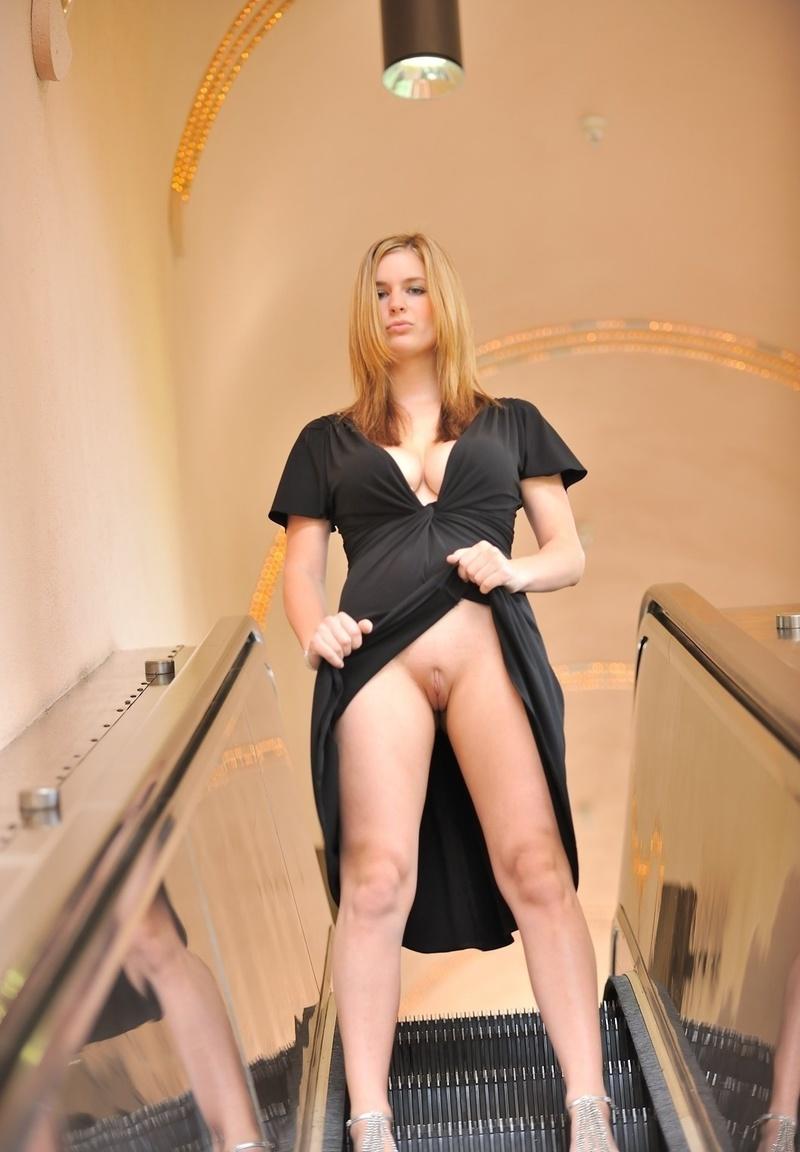 Секс в юбке в лифте 26 фотография