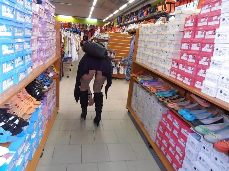сексапильной в магазине под юбкой фото едете