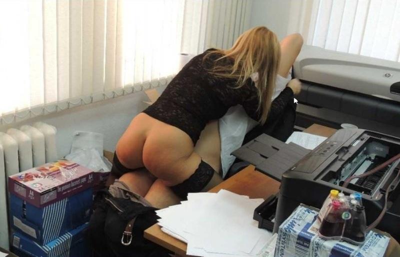 В офисе секретаршами подсматриваем
