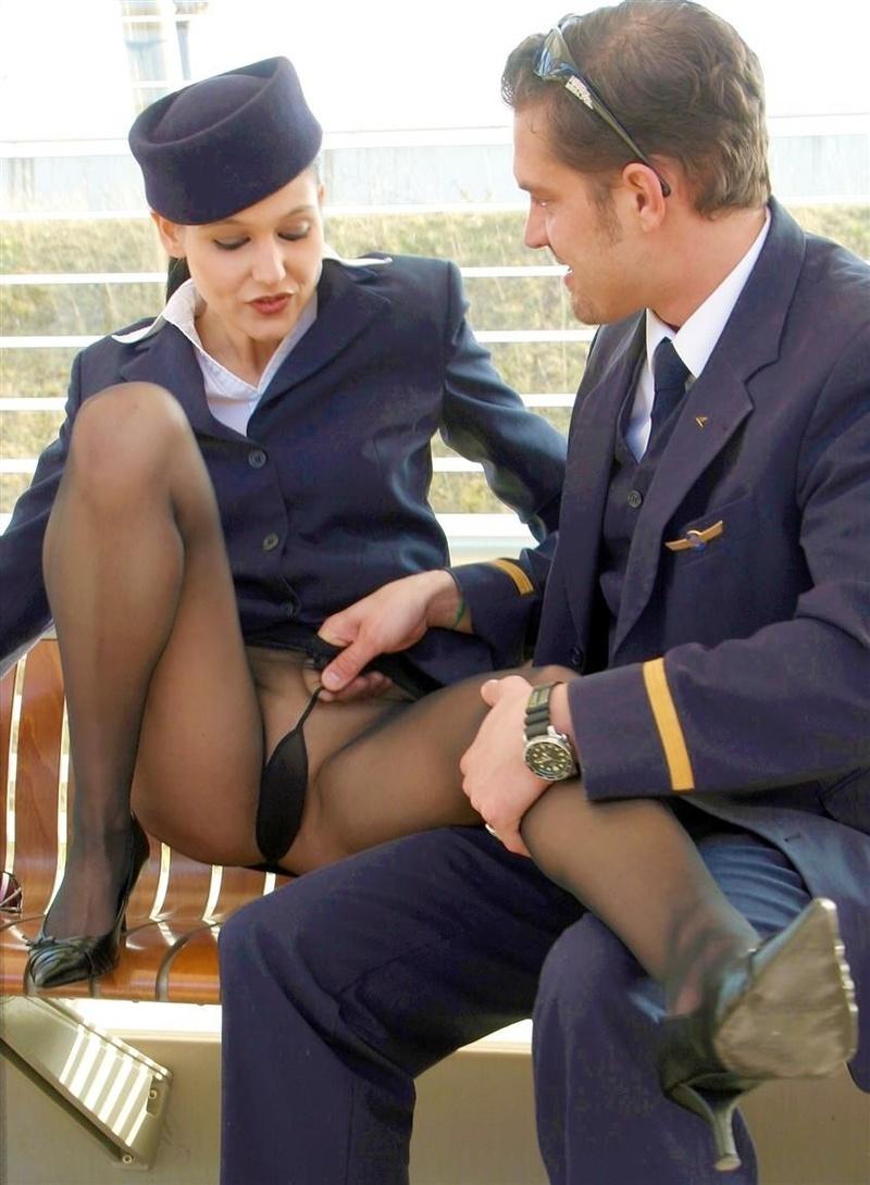 Стюардесса трахается перед вылетом 7 фотография