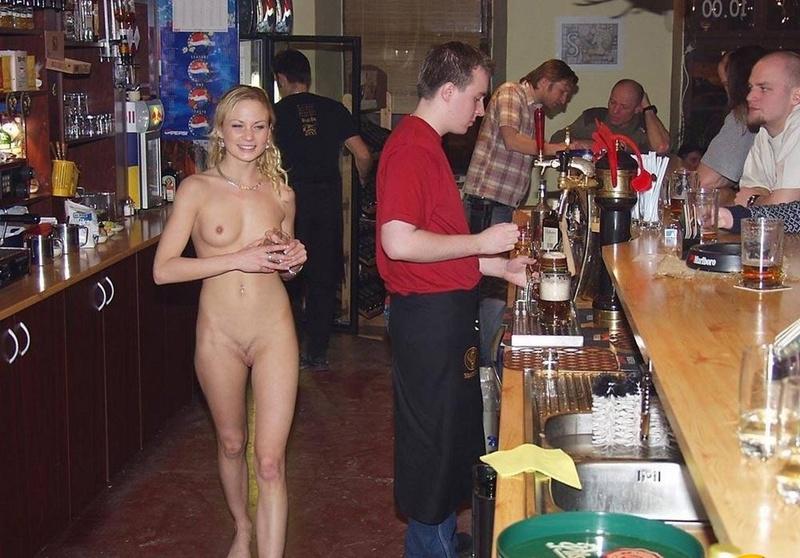 Секс с сексуальной официанткой 1 фотография