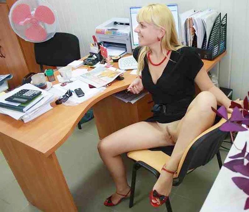 Секретутка под столом у шефа 5 фотография