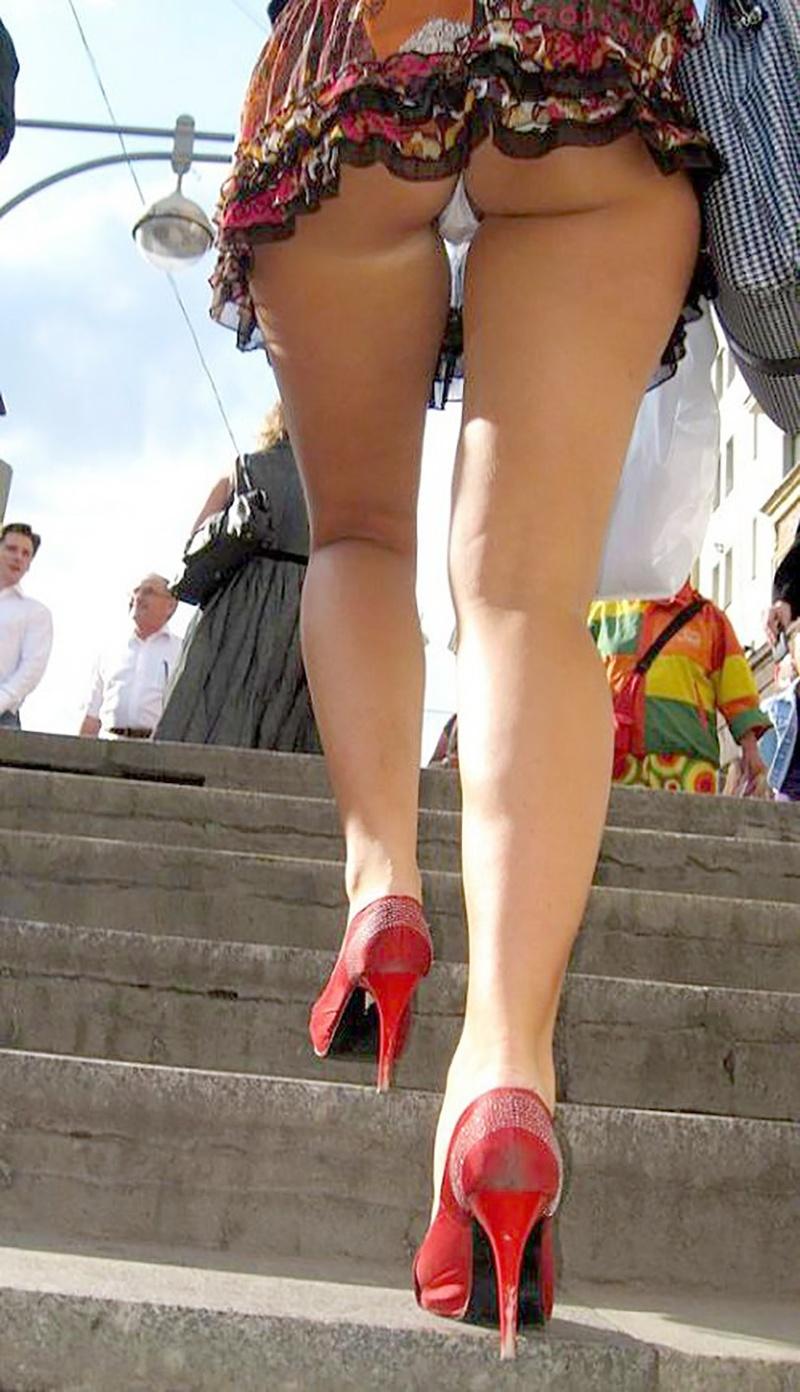 Фото подглядывание на улицах под юбки 1 фотография