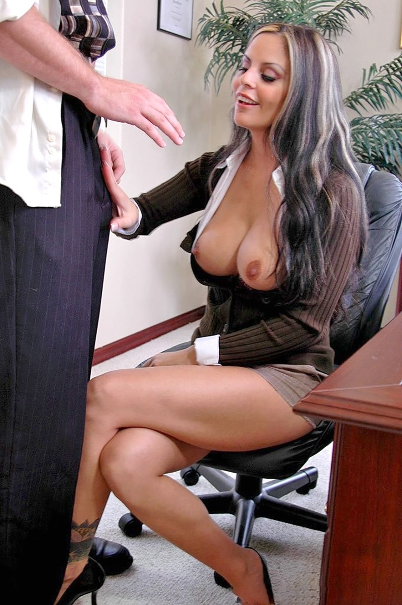 Смотреть как ебется секретарша на русском 23 фотография