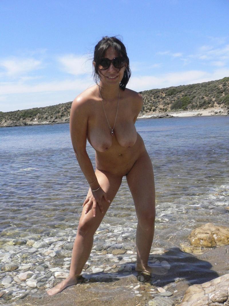 Фото мамы на пляже голой 4 фотография
