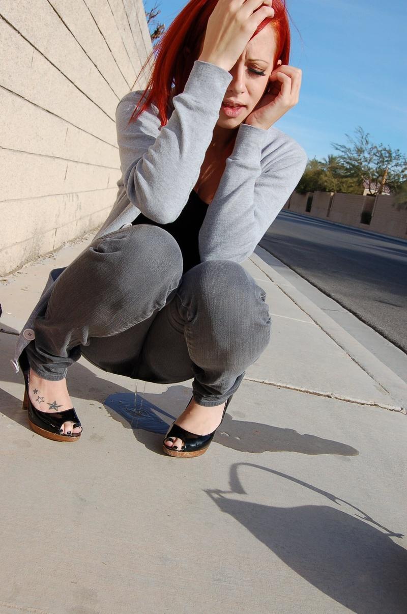 Девушка не добежала обоссалась прямо в джинсы видео смотреть онлайн в hd 720 качестве  фотоография