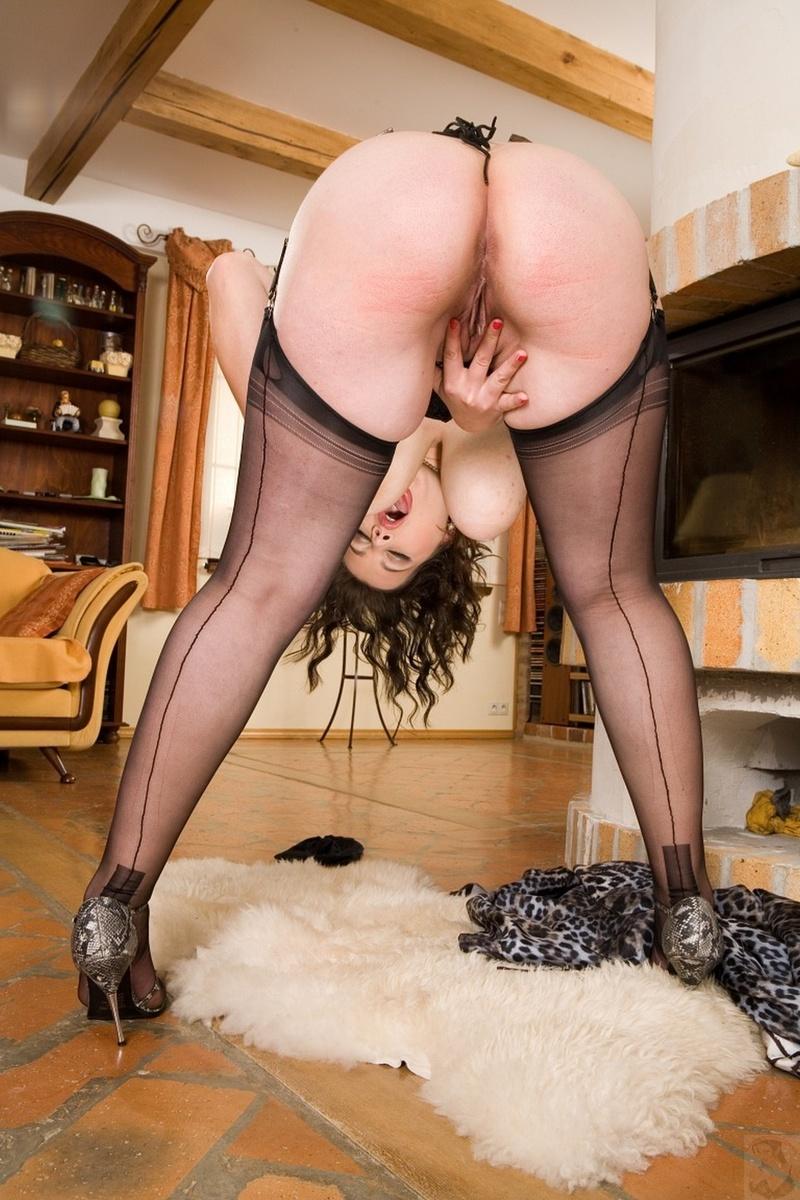 Чулки на толстых женщинах порно 8 фотография