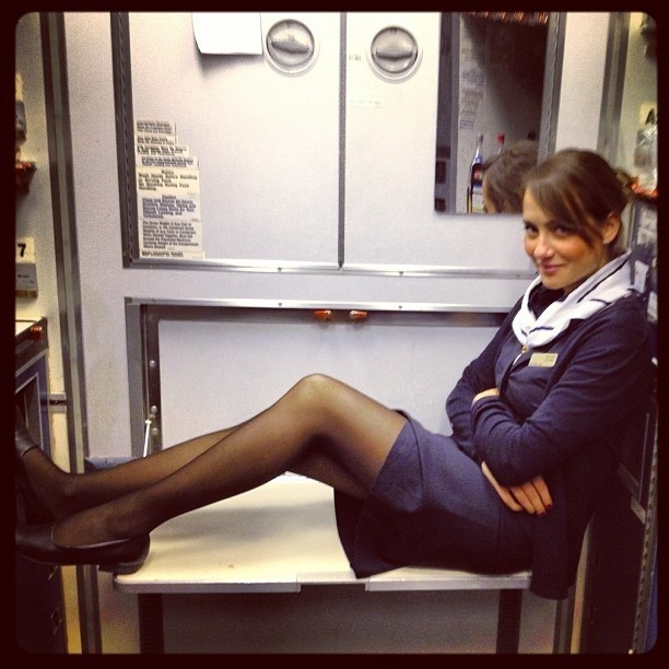 Стюардесса раздвинула ножки фото фото 12-900