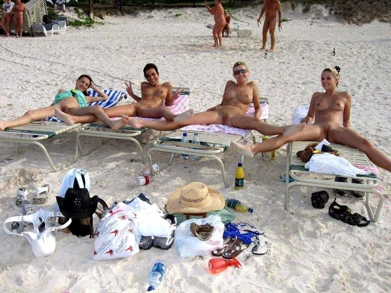 Случайные оголения на пляже 1 фотография