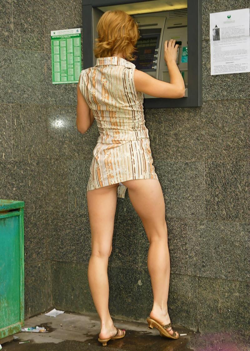 Фото девушек в белых мини юбках без трусиков 20 фотография