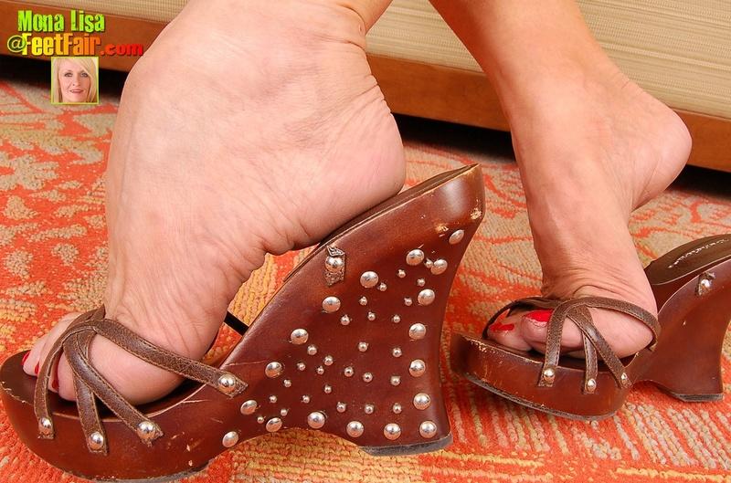 Дрочим на женские ножки фото