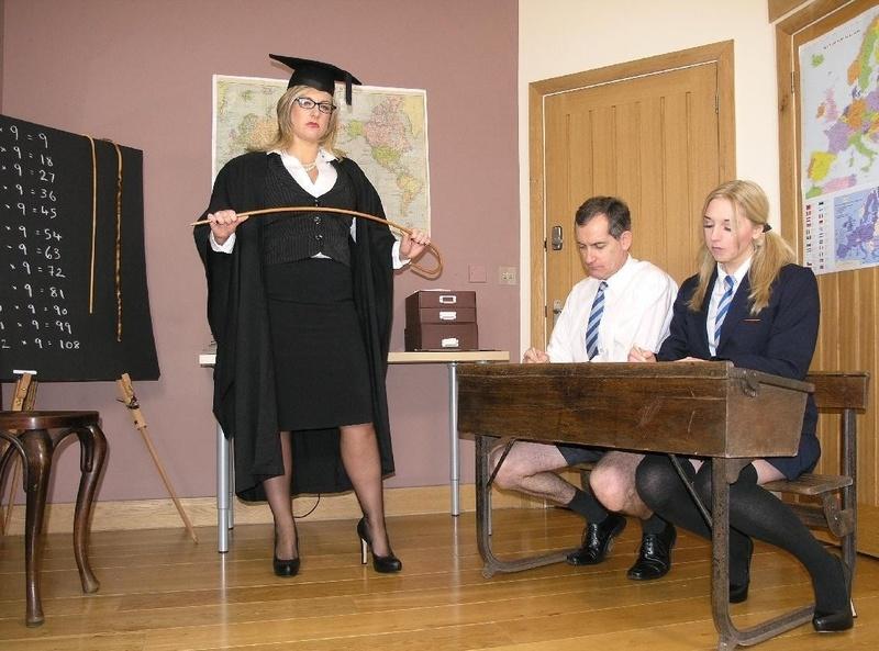 Фото голые старухи с длинными ногтями 4 фотография