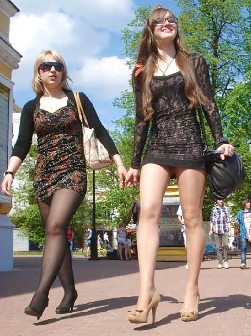 Сняли симпатичные девушку на улице 10 фотография