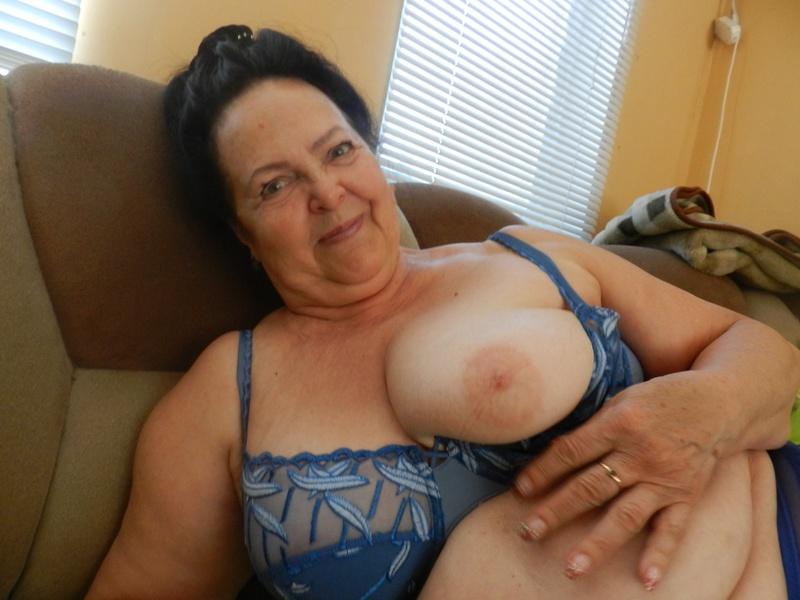 Старая бабушка сосет хуй смотреть 14 фотография
