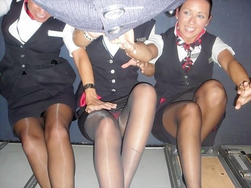 Что у стюардесс под юбками в полете 6 фотография