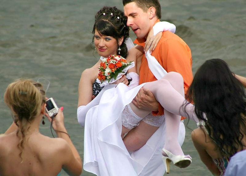 свадебные приколы без трусов парочка утра