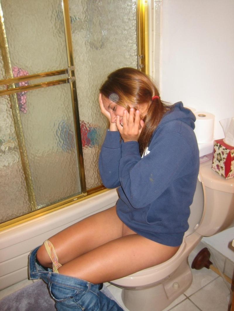 Пьяная в туалете писает 14 фотография