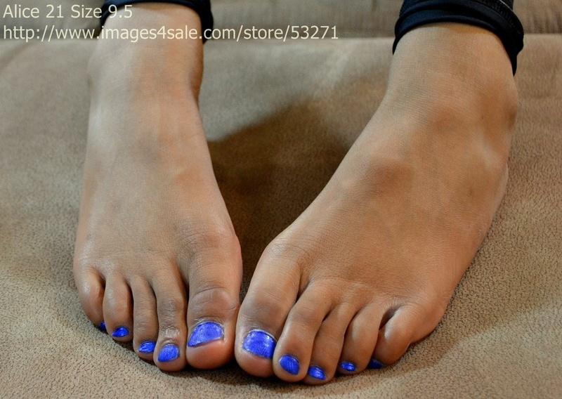 Сосут пальцы ног 14 фотография