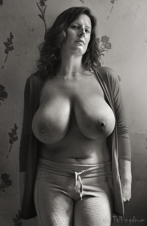 нему натуральные сиськи женщины в возрасте фото восхитительная бурно сексуальная