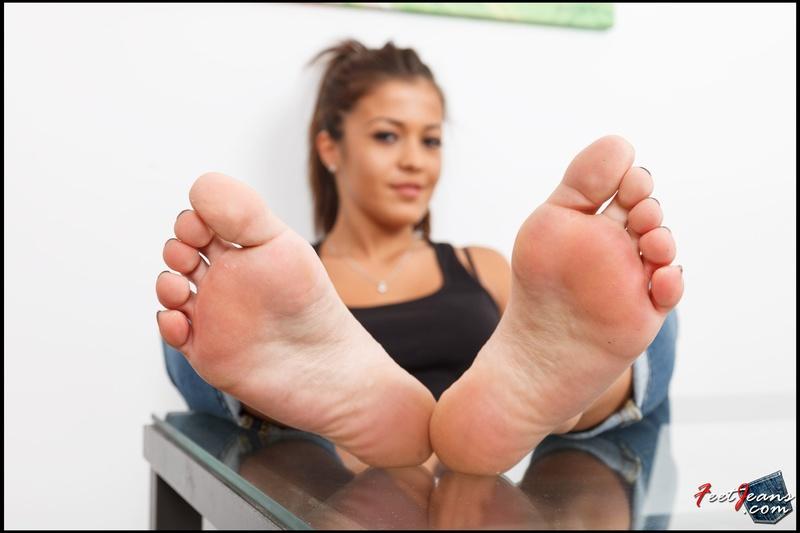 Сосут пальцы ног 11 фотография