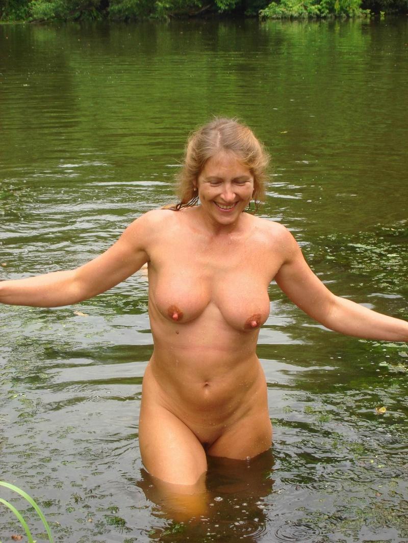 Русские голые женщины а природе 11 фотография
