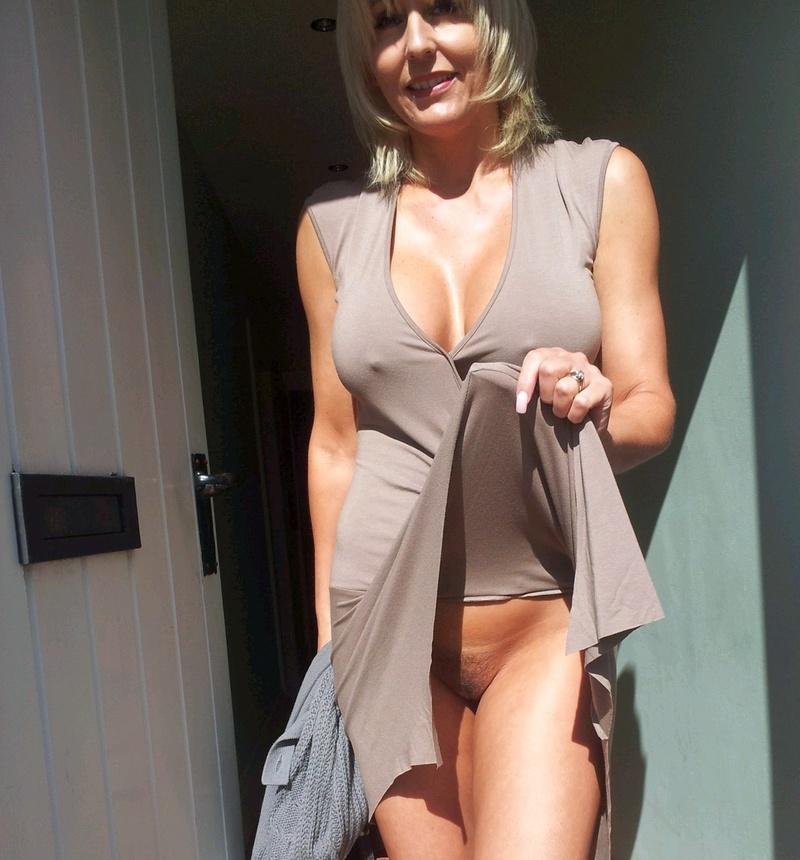 Трусы под платьем у толстушек секс фото 15 фотография