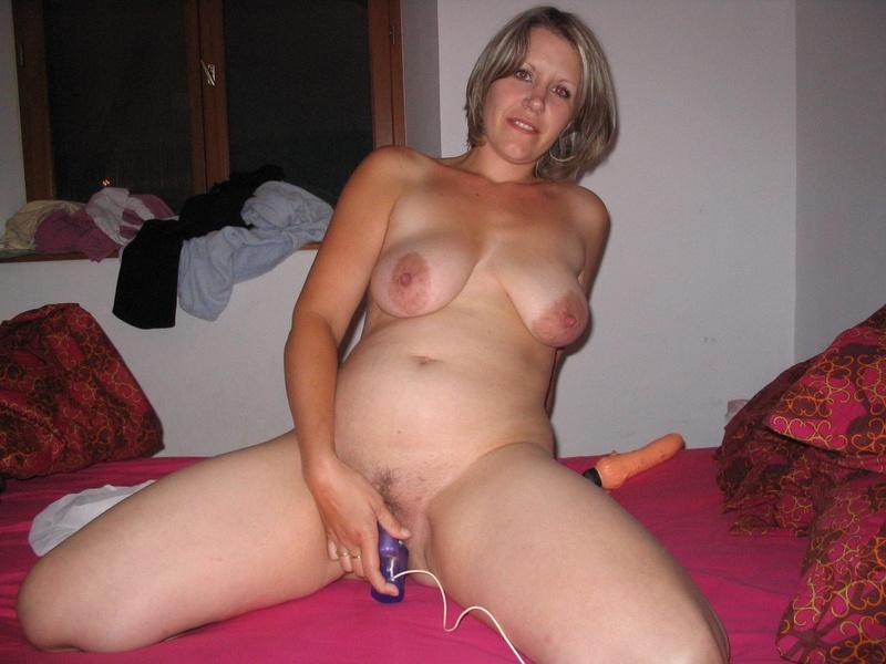 Голые дамы мастурбируют гусляры