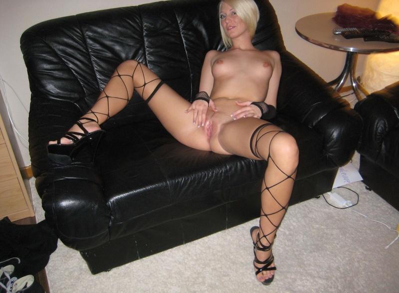 Секс как ебутся блондинки в чулках 19 фотография