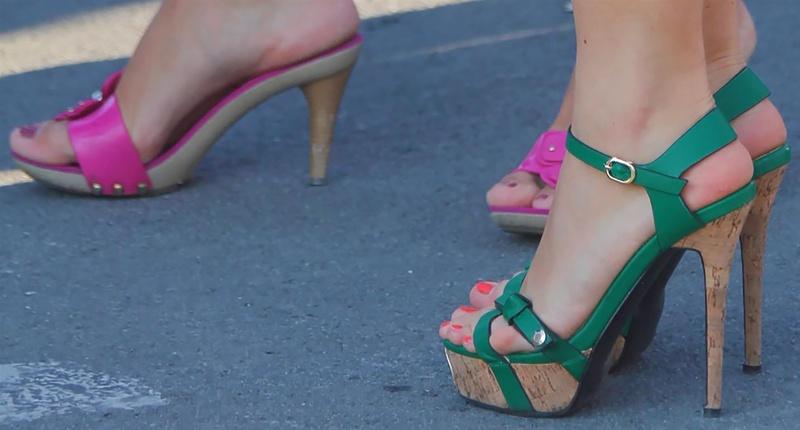 лесбиянки дрочат ногами фото