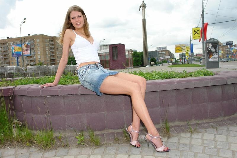 Фото ноги под юбкой 22 фотография