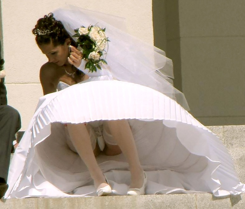 Смотреть фото под юбкой у невест