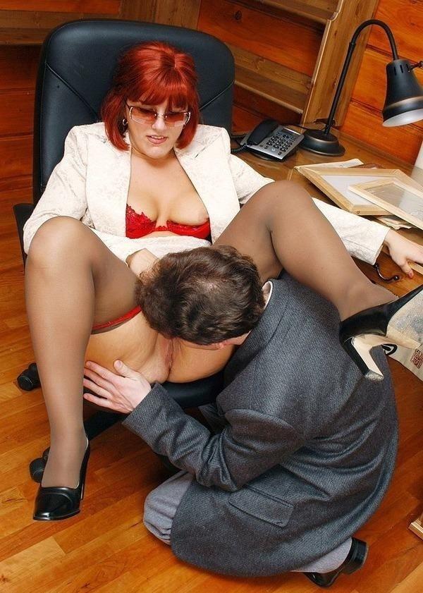 начальнице смотреть попу отлизал подчиненный