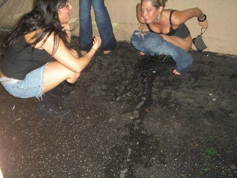 был немного писсинг с пьяными девушками дмитриевна взяла полусгнившую