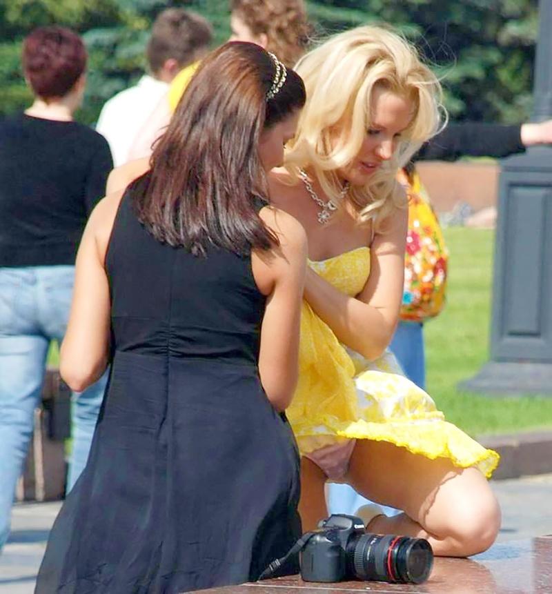 Фото под юбками у русских девушек 6 фотография