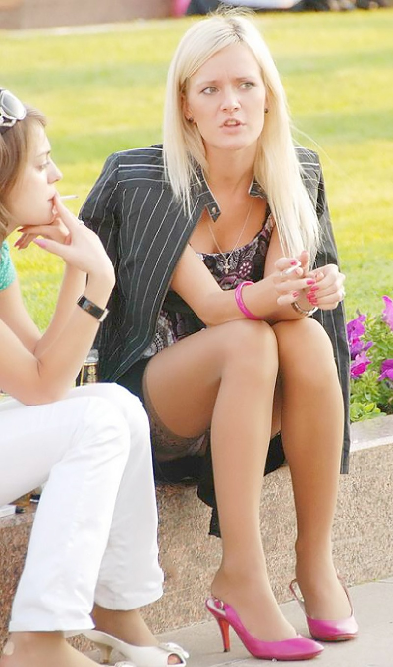 Чулки под юбкой у девочки 13 фотография