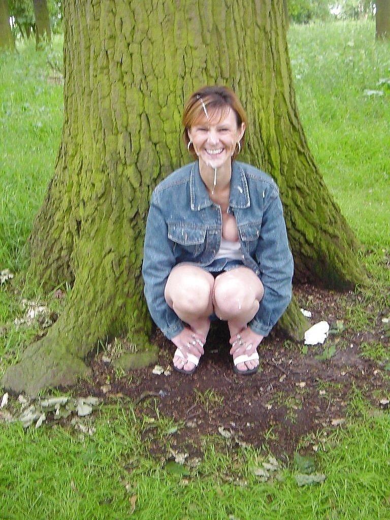 Фото бабы сосут хуй в лесу 15 фотография