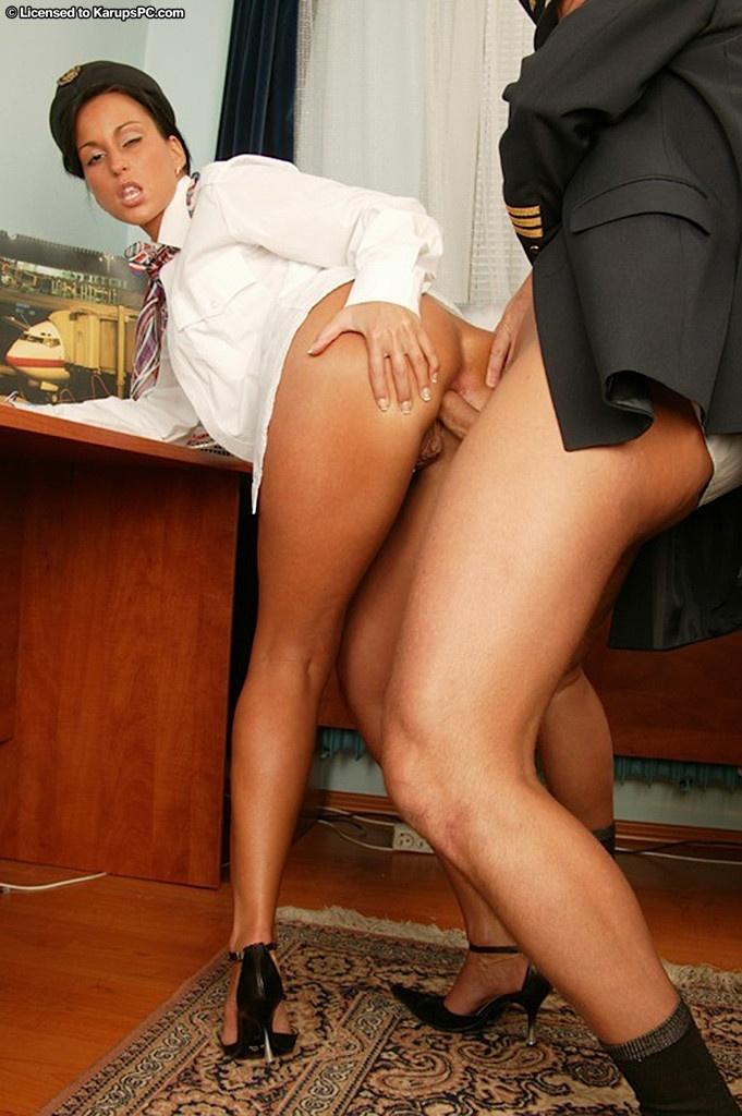 Секс с стюардессами с пилотами
