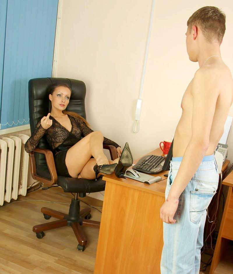 Руская госпожа заставляет лизать фото 623-288