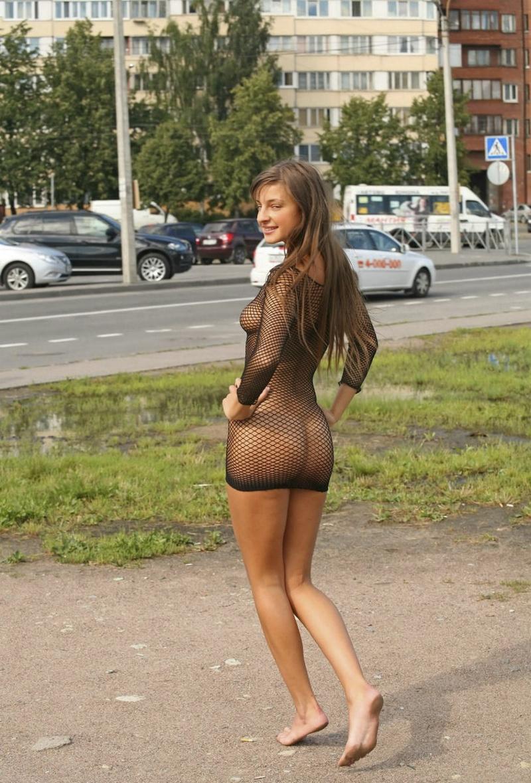 фото шлюхи улице на в одежде прозрачной