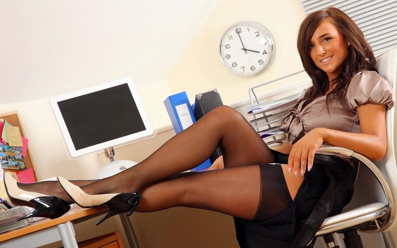 Секретаршу на столе 17 фотография